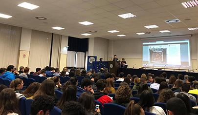 """ASOC Awards 2019: quattro istituti siciliani nella top ten di """"A Scuola di OpenCoesione"""""""" è bloccato ASOC Awards 2019: quattro istituti siciliani nella top ten di """"A Scuola di OpenCoesione"""" - foto incontro Trapani - 405 px"""